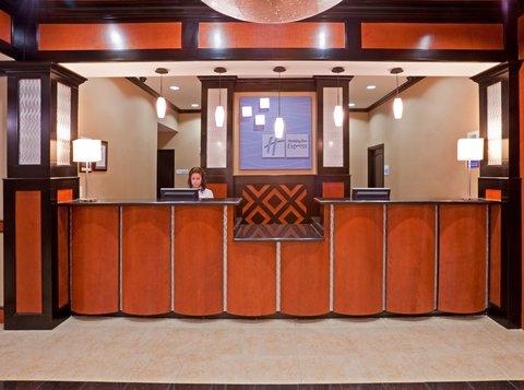 Holiday Inn Express & Suites DALLAS CENTRAL MARKET CENTER - Front Desk