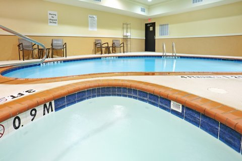 Holiday Inn Express & Suites DALLAS CENTRAL MARKET CENTER - Whirlpool