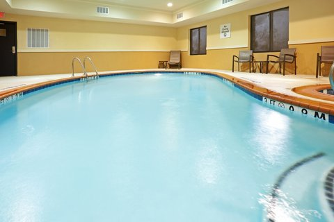 Holiday Inn Express & Suites DALLAS CENTRAL MARKET CENTER - Swimming Pool