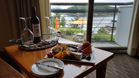 Friday Harbor House - Delectable Wine Cheese Spread