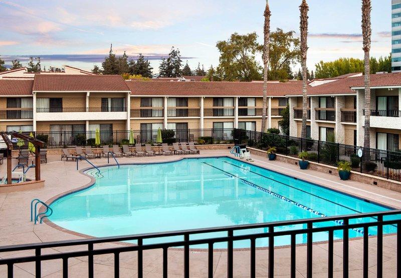 Quality inn santa clara convention center in sunnyvale ca for 1300 chesapeake terrace sunnyvale ca 94089
