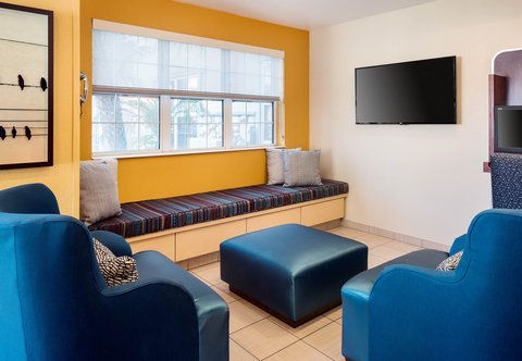 TownePlace Suites Los Angeles LAX/Manhattan Beach - Lobby Seating Area