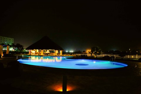 Crowne Plaza TUXPAN - Pool at night