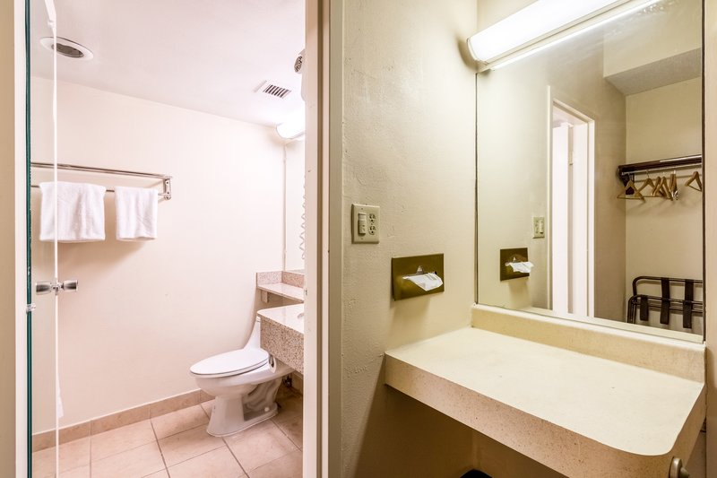 Relax inn in marshall il 62441 citysearch for P bathroom suites cheap