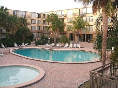 Allure Express Orlando Airport - Pool view