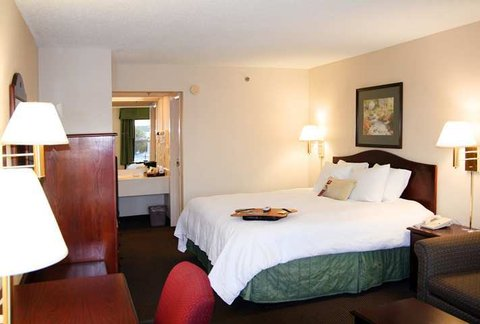 Hampton Inn Dublin GA - Guest Room