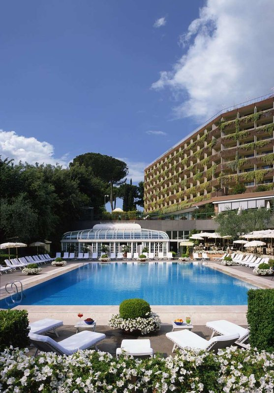 Rome Cavalieri, Waldorf Astoria Hotels & Resorts Вид на бассейн
