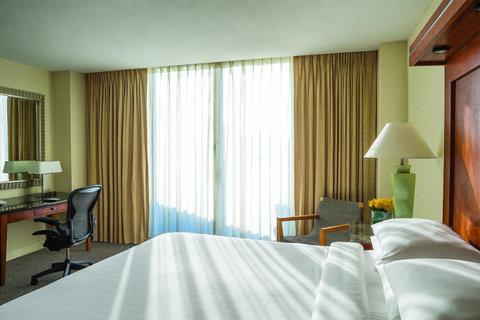 Hyatt Regency Pier Sixty-Six - FTLHP P211 Room King Across Bed