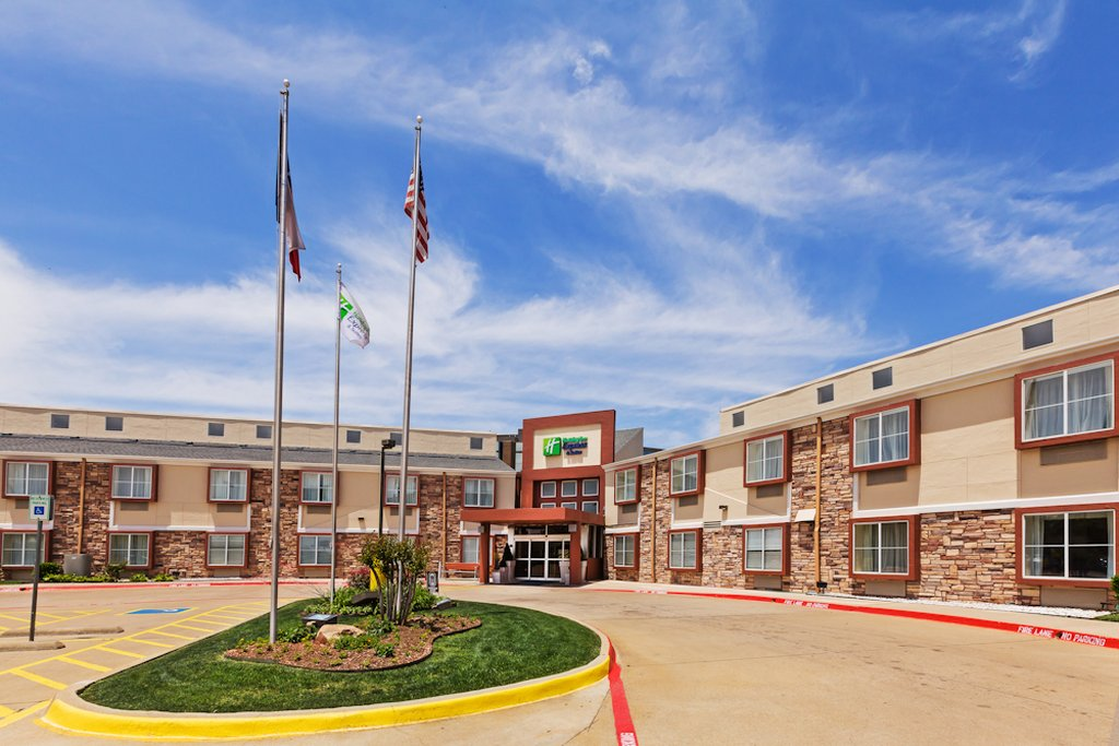 Holiday Inn Express Hotel & Suites Arlington (Six Flags Area)