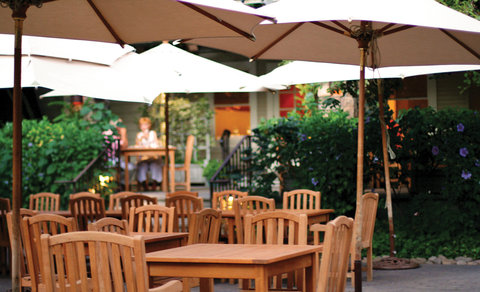 Wine & Roses Hotel Restaurant Spa - Towne House Summer Patio