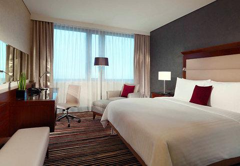 Frankfurt Marriott Hotel - Executive Guest Room Sleeping Area