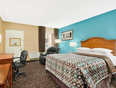 Super 8 Belleville St. Louis Area - Standard Queen Room
