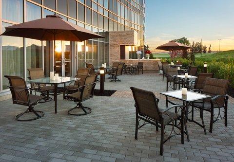 Courtyard By Marriott Calgary Airport Hotel - Outdoor Terrace