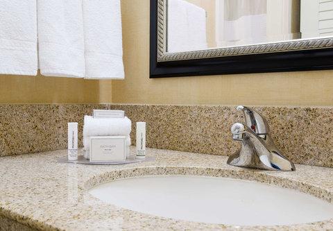 Courtyard Bakersfield - Suite Bathroom