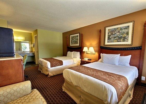 Econo Lodge Inn & Suites I-64 & US 13 - Virginia Beach, VA