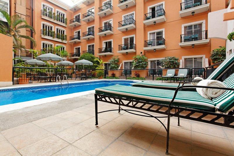 Holiday Inn Express Tecnologico Monterrey Uima-allasnäkymä