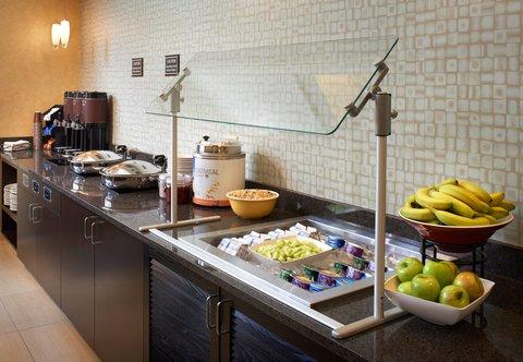 Residence Inn Chicago Waukegan/Gurnee - Breakfast   Evening Social Area