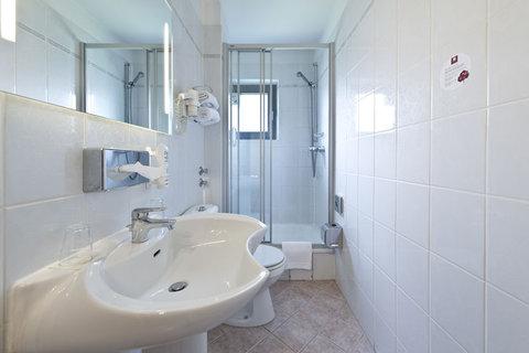 Leonardo Inn Hotel Hamburg Airport - Bathroom - Comfort Room