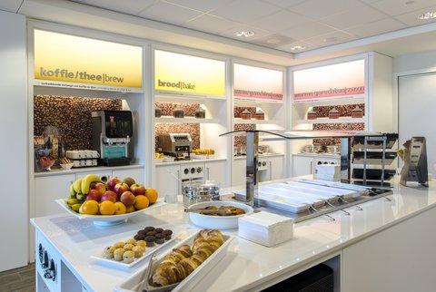 Hampton by Hilton Hotel Amsterdam / Arena Boulevard - Hot breakfast buffet