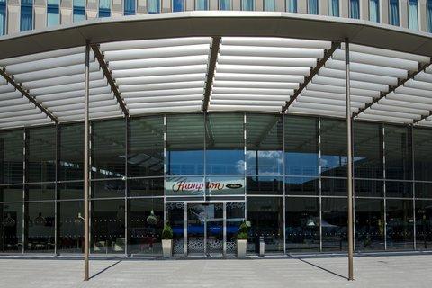 Hampton by Hilton Hotel Amsterdam / Arena Boulevard - Hotel Entrance
