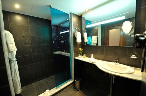BEST WESTERN PLUS Hotel Liberte - Guest Bathroom