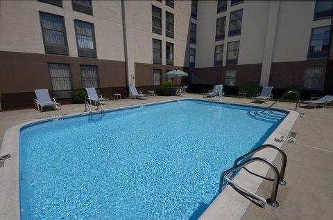 Hampton Inn Fayetteville - Cross Creek Mall - Outdoor Pool