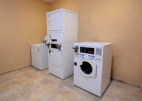Hampton Inn Fayetteville - Cross Creek Mall - Guest Laundry Room