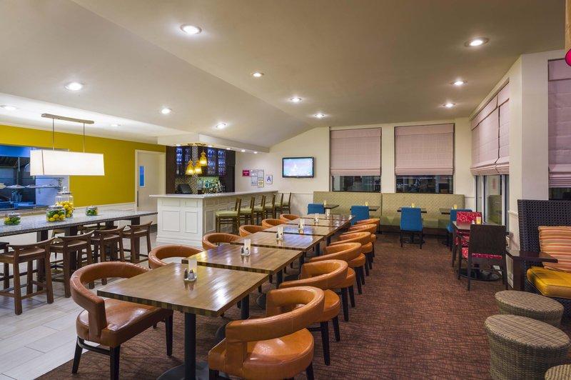 Hilton Garden Inn Queens/JFK Airport Ресторанно-буфетное обслуживание