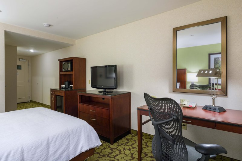 Hilton Garden Inn Queens/JFK Airport Вид в номере
