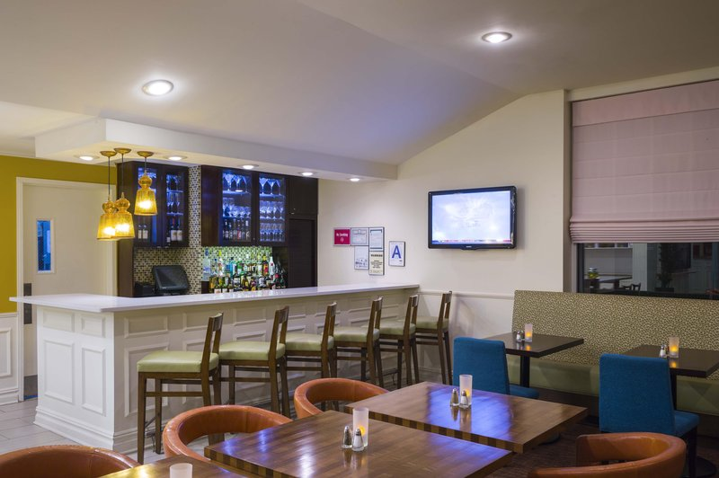 Hilton Garden Inn Queens/JFK Airport 酒吧/休息厅