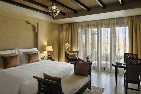 أنتارا قصر السراب منتجع الصحراء - Villa King Size Bedroom