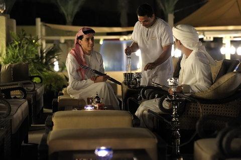 أنتارا قصر السراب منتجع الصحراء - Ghadeer Restaurant Poolside Dining