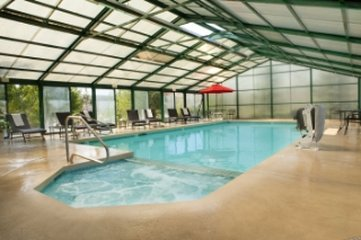The Inn at Tomichi Village - Poolwithhottub