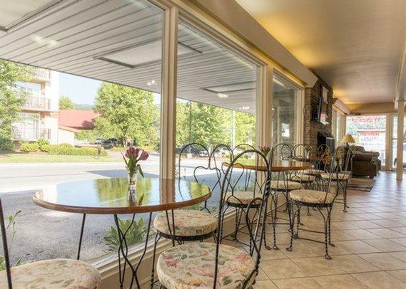 Econo Lodge - Gatlinburg, TN