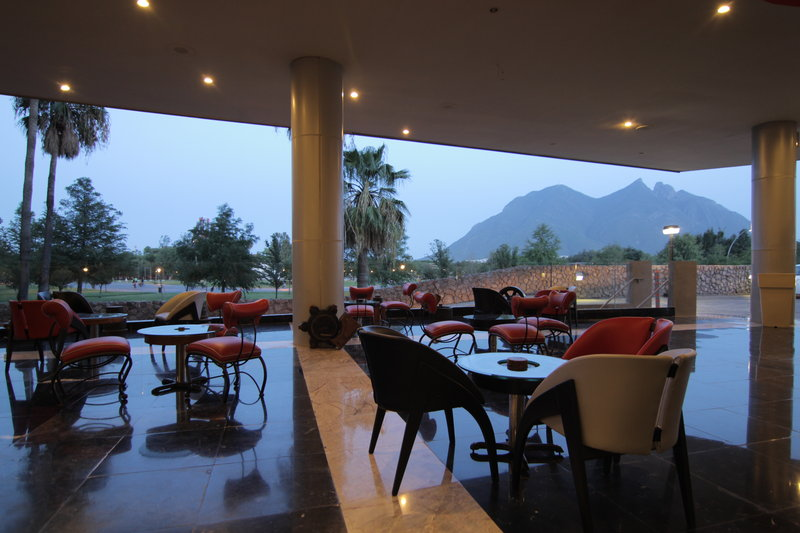 Holiday Inn Monterrey-Parque Fundidora Bar/lounge