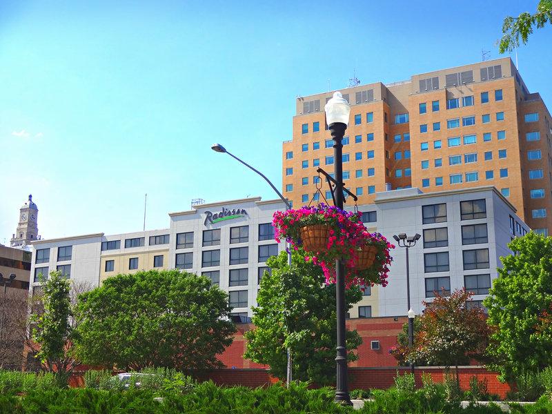 Radisson-Quad City Plaza - Davenport, IA