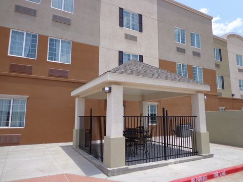 Candlewood Suites Odessa Hotel - Outdoor seating
