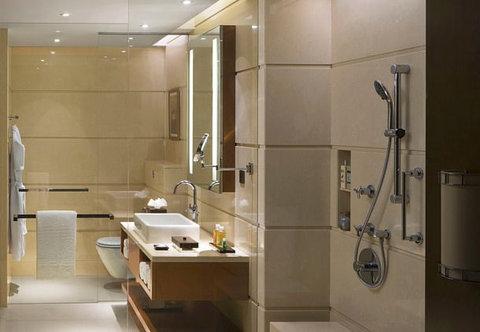 كورتيارد باي ماريوت مطار كوتشي - Guest Bathrooms