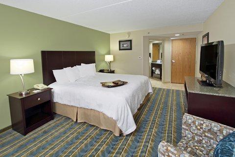 Hampton Inn - Hagerstown MD - Suite Bedroom