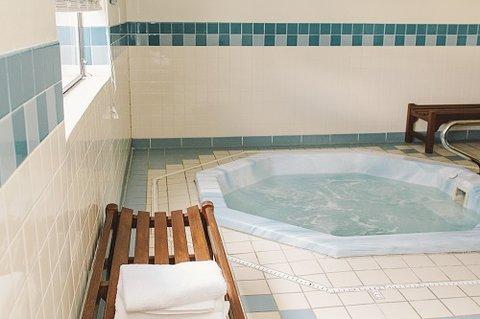 GuestHouse Inn Bellingham - Hottub