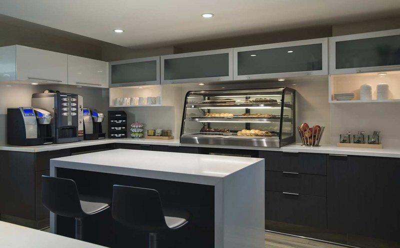 Hilton Suites Winnipeg Airport Бар/гостиная