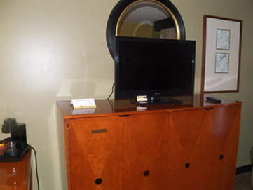 Historic Downtowner Inn And Suites - TV