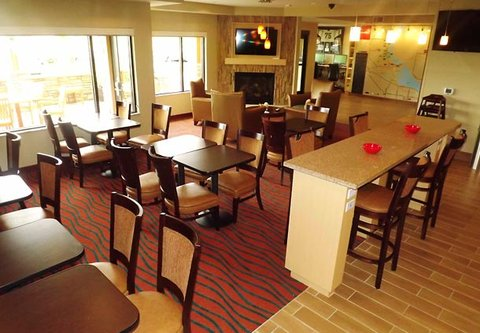 TownePlace Suites Richland Columbia Point - Breakfast Seating Area