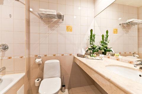 Petro Palace Hotel - Bathroom