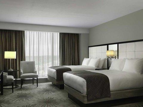 Doubletree by Hilton Cedar Rapids Convention Complex - Suite Double Bedroom