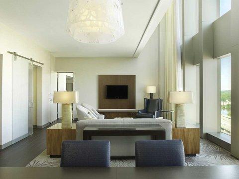Doubletree by Hilton Cedar Rapids Convention Complex - Parlor Suite