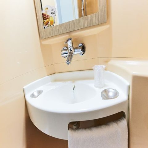 Premiere Classe Roissy CDG - Paris Nord 2 - Bathroom