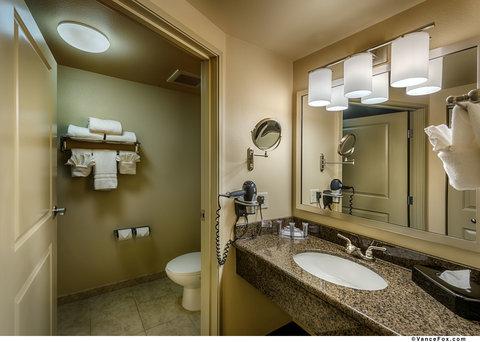 BEST WESTERN PLUS Chena River Lodge - Guest Bathroom