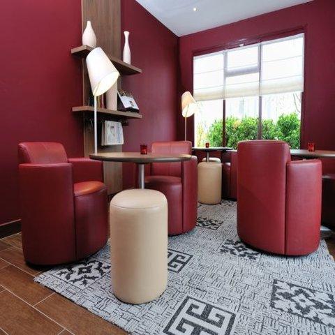 CAMPANILE LYON EST - Aéroport St Exupery - Lounge Bar