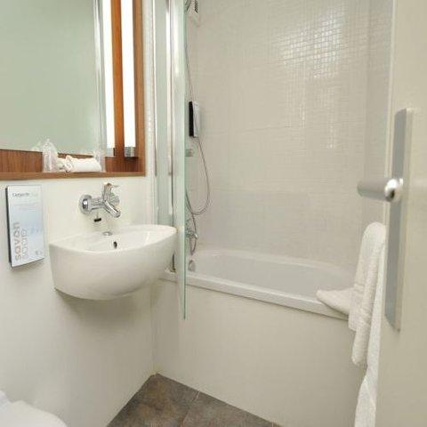 CAMPANILE LYON EST - Aéroport St Exupery - Bathroom